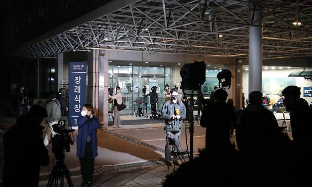 [포토] 서울대병원 장례식장 앞 취재진