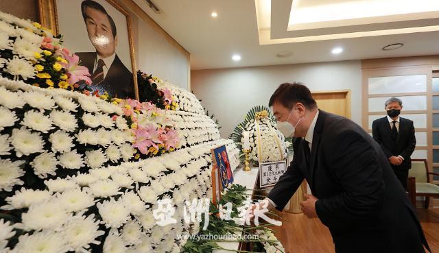 中国驻韩大使吊唁韩前总统卢泰愚